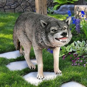 Call of the Wild: Growling Gray Wolf Statue