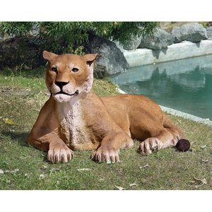 Grand-Scale Lioness Lying Down Statue