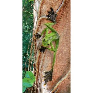 Wallace the Flying Frog Statue